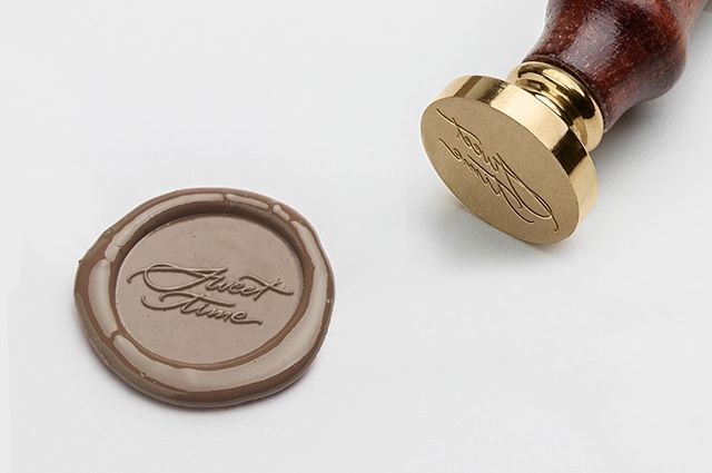 """Did you know you can use wax seal stamps on chocolate?! How amazing is that! ⠀⠀ New Brand Design """"Sweet Time"""" up on the site. ⠀⠀ * * *  #branding #yycbranding #yyclogodesigner #logo #logodesigner #smartbranding #strategicbranding #strategicbrand #branddesign #branddesigner #businesssuccess #entrepreneurlife #businesschicks #femalebusinessowner #girlbosslife #femalehustler #dreamersandoers #brandidentity #waxseal #waxseals #waxsealstamp #waxsealstamps #chocolatewaxseals"""