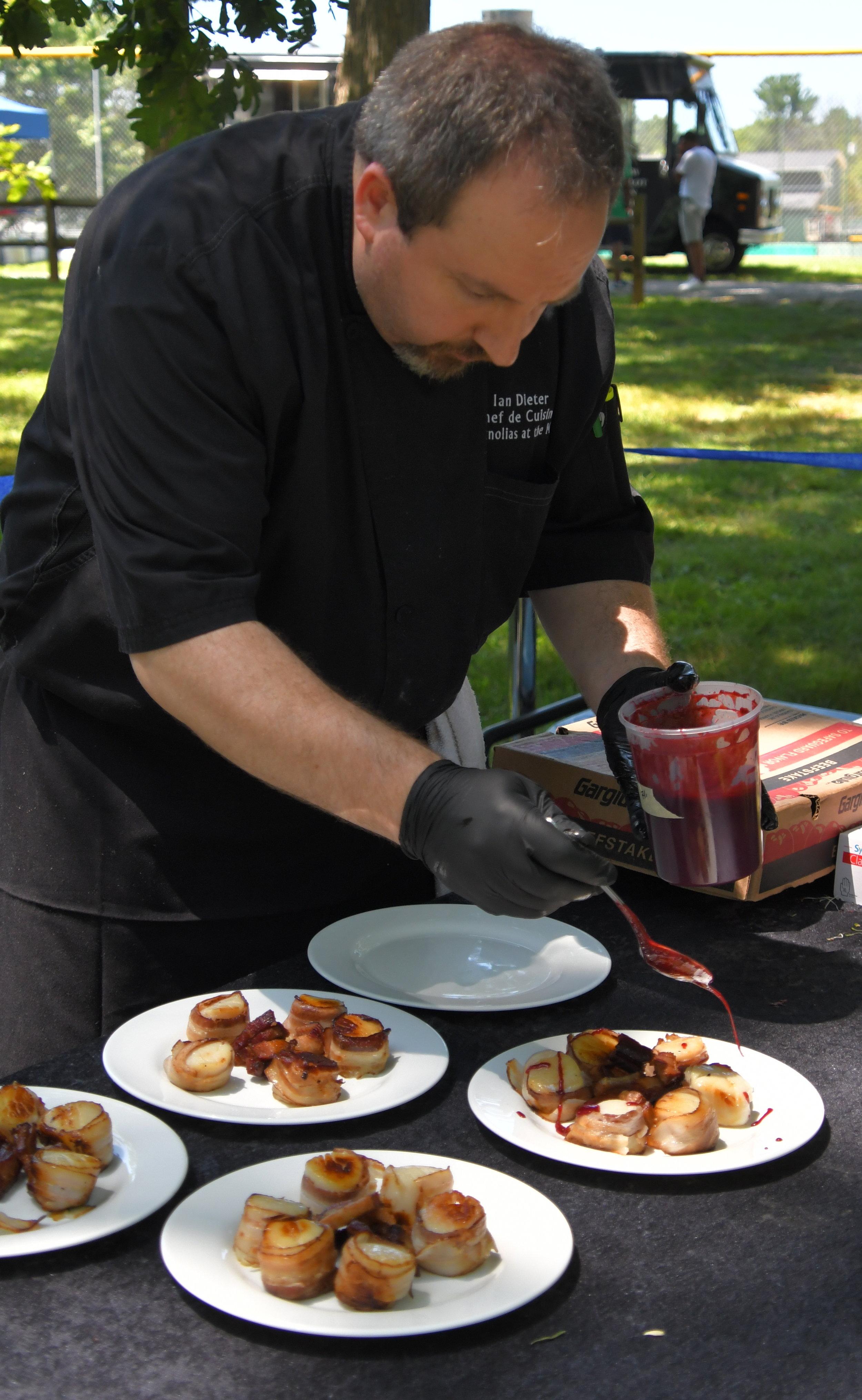VIP, mags plating food.jpg