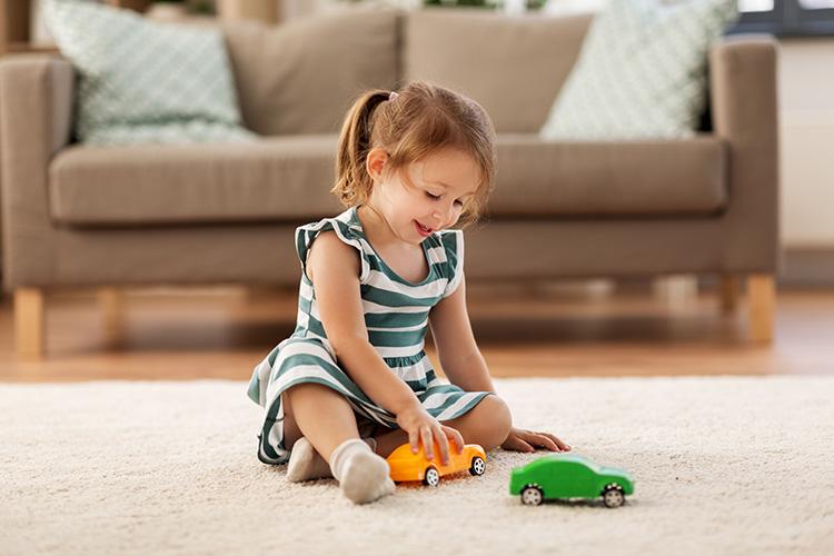 smart-home-little-girl-750.jpg