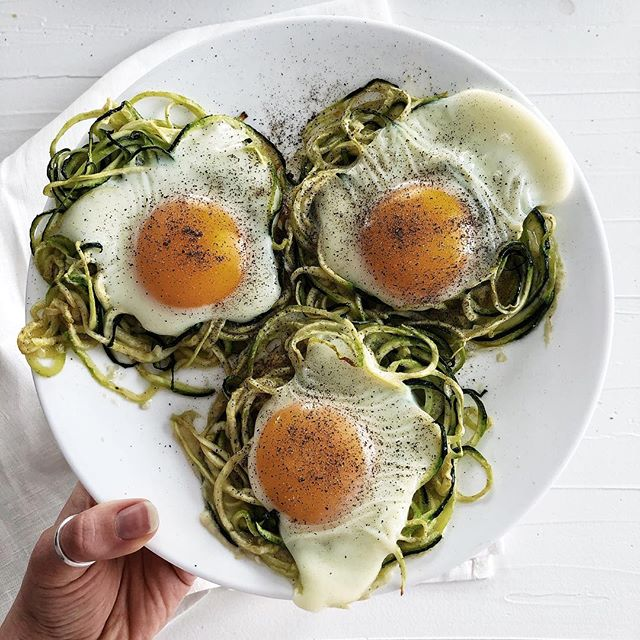 BREAKFAST NESTS | 🌚  I've made this recipe for my family, boyfriend and friends and everyone has loved it! It's so so easy to make and takes about 20 minutes for the whole recipe. It seriously so delicious and I don't use that word often.  2 spiralized zucchini  4 eggs  1 tbsp avocado or olive oil 1 tsp mountain salt  1/3 tsp pepper 1/4 tsp cayenne  Any other spices you'd like!  Preheat oven to 350.  1.Spiralize your noddles and set them in a bowl.  2.Mix in the oil and spices and massage it thoroughly.  3.Made lil nests with the zucchini so that the egg can sit in the nest.  4.Add the eggs.  5.Bake for 12 minutes, checking to see if it needs longer!  Share this recipe to show how easy yummy and healthy cooking really is. 💛 #mealprep