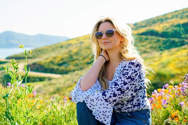 Soaking up the sunshine, basking in the blooms 🌹🌻🌷 #SuperBloom #CaliforniaSuperBloom #FlowerPower #InBloom #DiamondValleyLake #SonyA7Rii #50mm #LosAngelesPhotographer #MichelleWintersPhotography with @nicoleklepper
