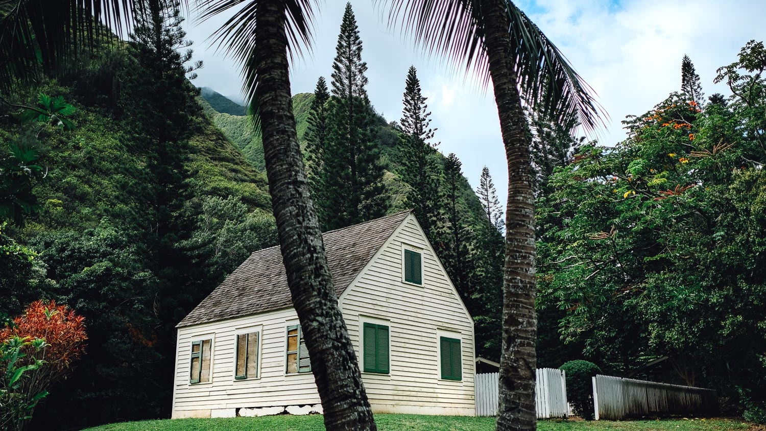 A White House near Iao Valley