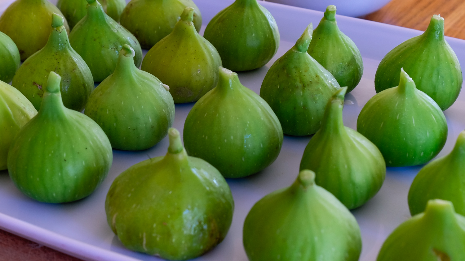 Fresh and ripe green figs from Corsica