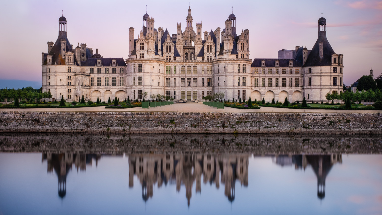 "Château de Chambord at sunset, Loire Valley. Travel photography and guide by © Natasha Lequepeys for ""And Then I Met Yoko"". #loirevalley #france #travelguide #photoblog #travelblog #travelphotography #landscapephotography #architecturephotography #travelitinerary #fujifilm #valdeloire #loire #chambord #chenonceau #cheverny #chaumont #chateau #castles #discoverfrance #honeymoondestination"