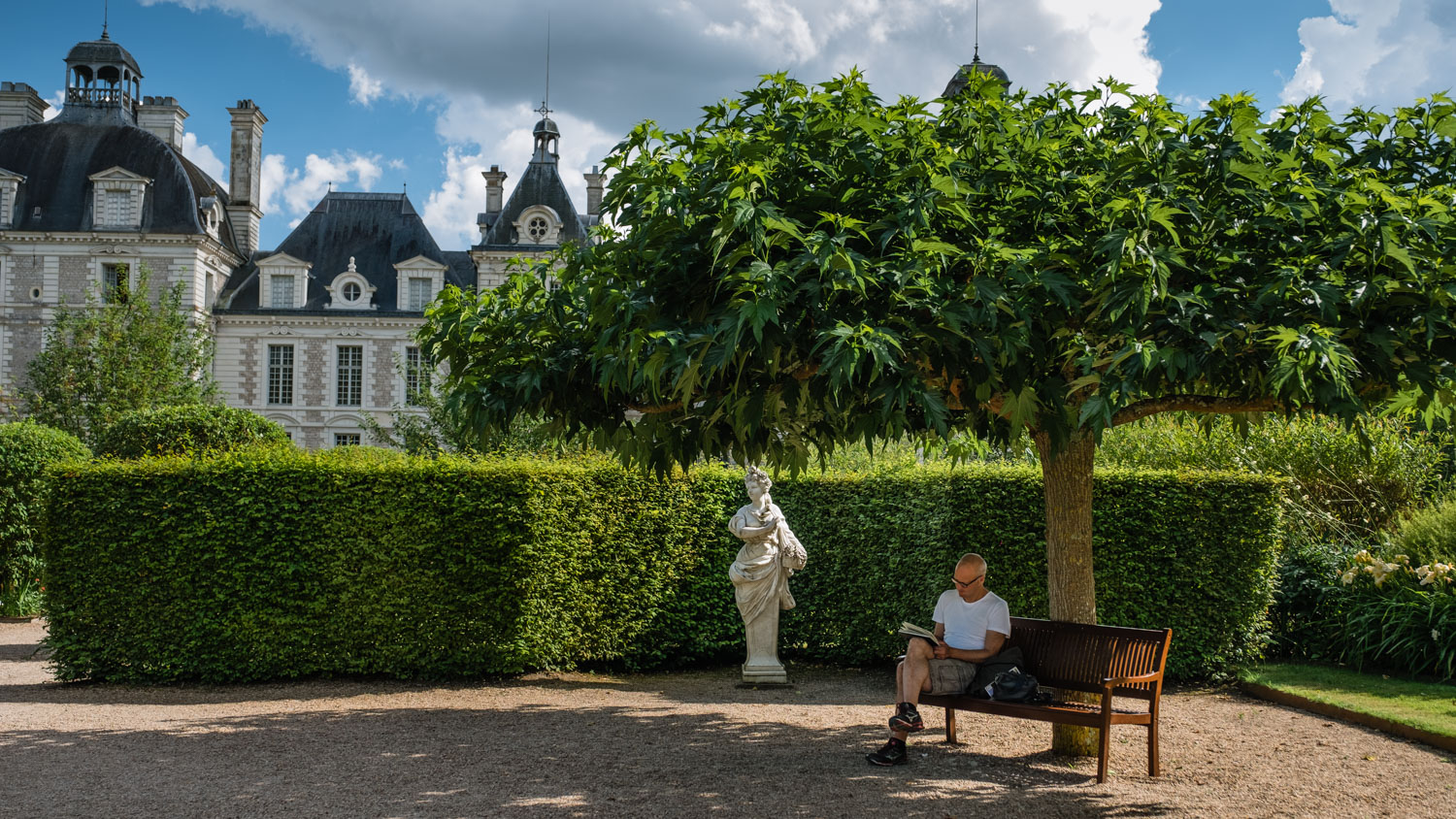 "An artist sketches the garden at the Château de Cheverny, Loire Valley. Travel photography and guide by © Natasha Lequepeys for ""And Then I Met Yoko"". #loirevalley #france #travelguide #photoblog #travelblog #travelphotography #landscapephotography #architecturephotography #travelitinerary #fujifilm #valdeloire #loire #chambord #chenonceau #cheverny #chaumont #chateau #castles #discoverfrance #honeymoondestination"