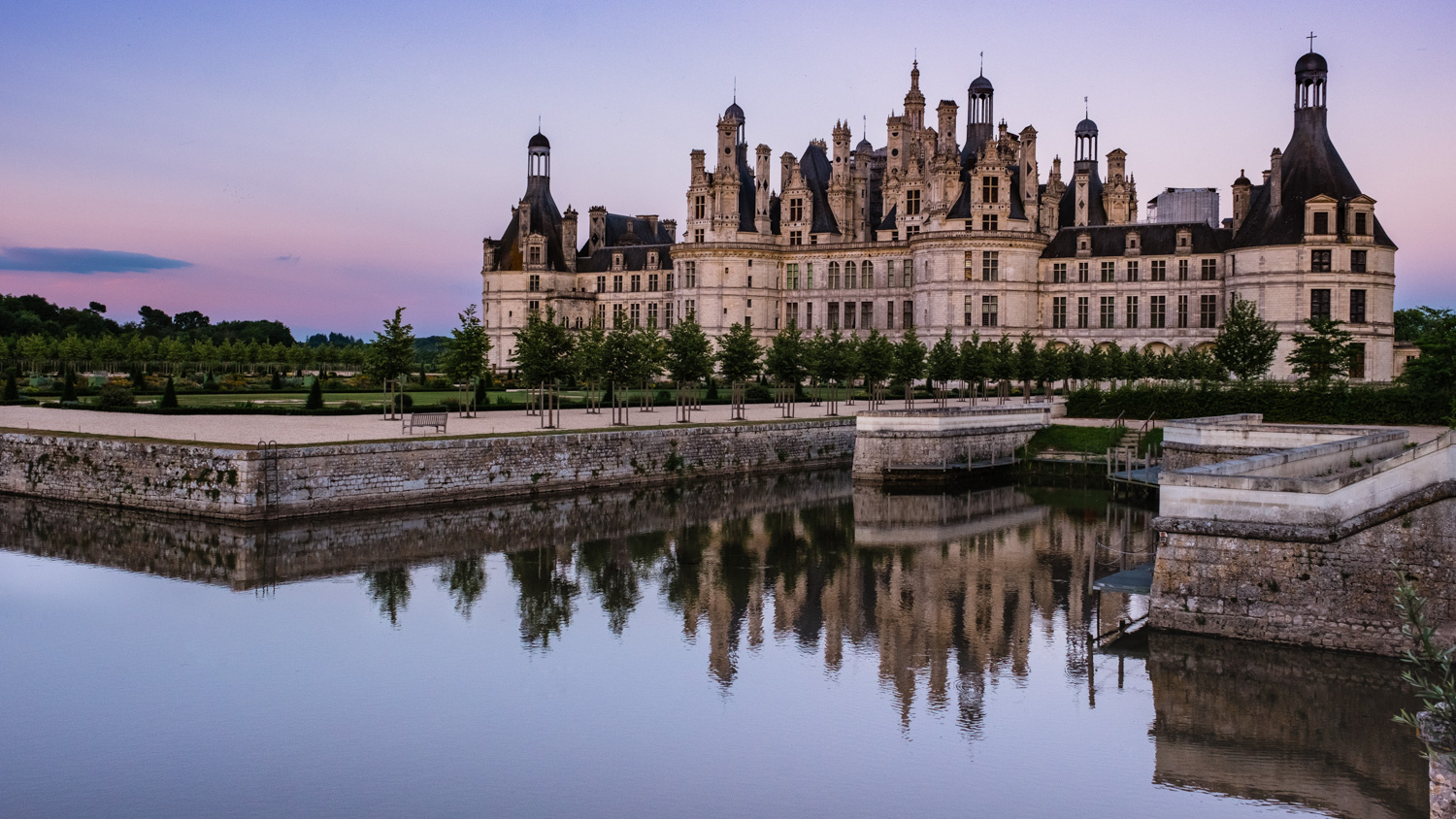 The Château de Chambord at the end of Golden Hour