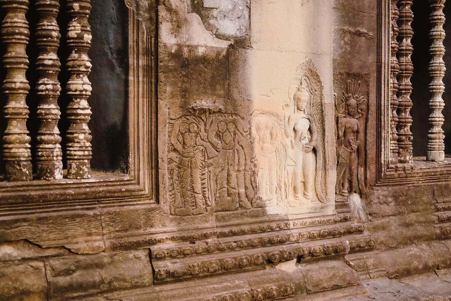 Unfinished carvings in Angkor Wat.     #siemreap #angkorwat #travelguide #travelblog #siemreapitinerary #cambodia #travelphotography #landscapephotography #fujifilm #siemreapprivatetour