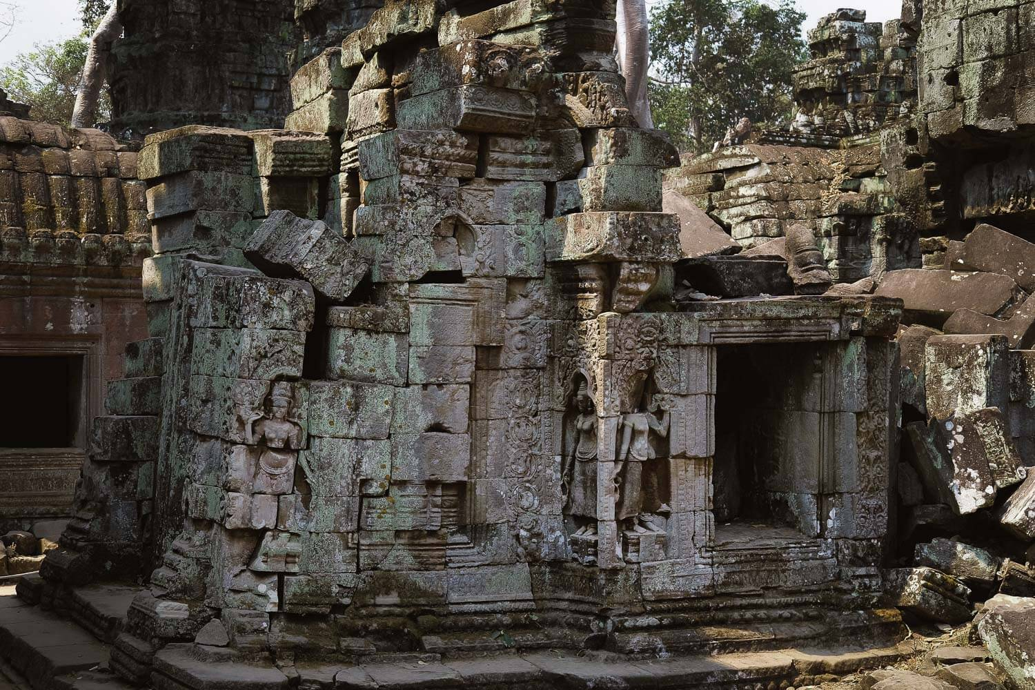 Blocks of the temple of Ta Prohm, falling off.     #siemreap #taprohm #travelguide #angkorwat #siemreapitinerary #cambodia #travelphotography #landscapephotography #fujifilm #siemreapprivatetour