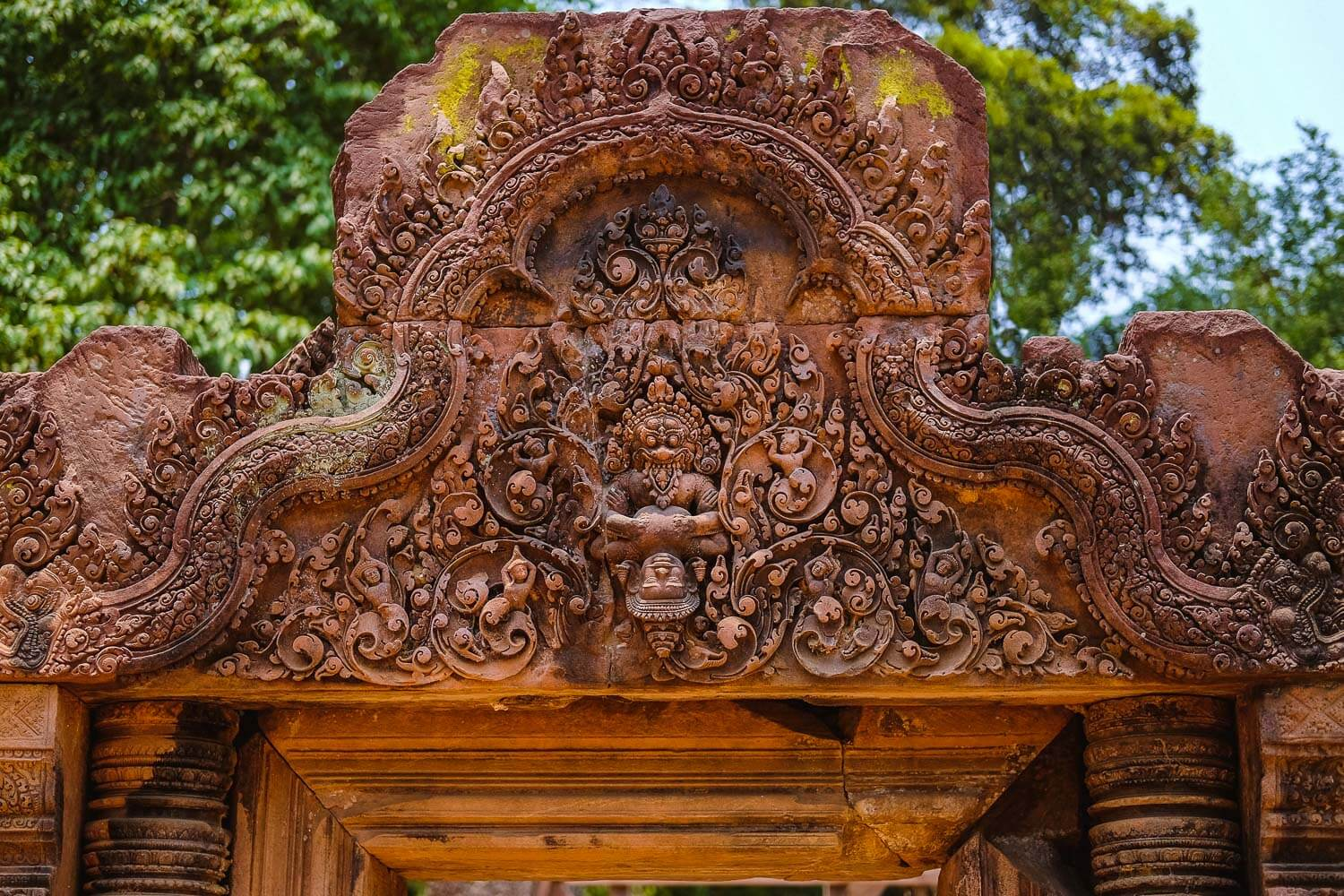 """Intricate carvings above a doorway in Banteay Srei, Siem Reap. Travel photography and guide by © Natasha Lequepeys for """"And Then I Met Yoko"""". #siemreap #banteaysrei #angkorwat #travelguide #travelblog #travelitinerary #itinerary #siemreapitinerary #seasia #cambodia #travelcambodia #travelsiemreap #photoblog #travelblogger #travelphotography #landscapephotography #fujifilm #temples #siemreapprivatetour #atv"""