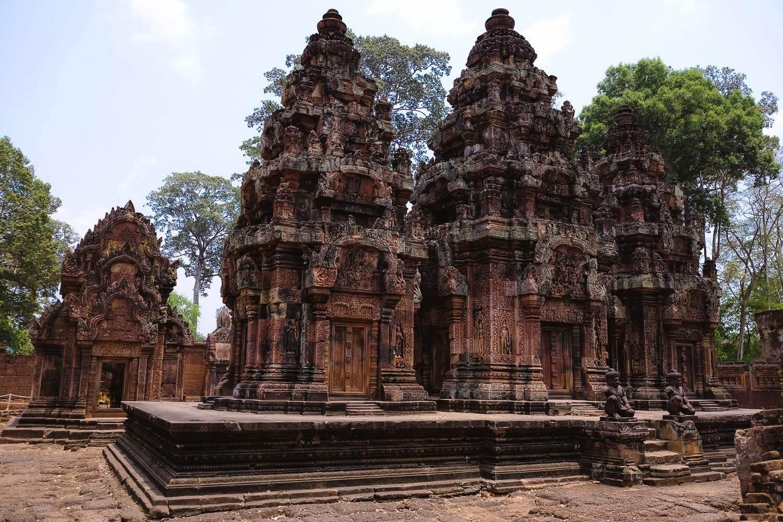 The inside of Banteay Srei.     #siemreap #banteaysrei #travelguide #travelblog #siemreapitinerary #cambodia #travelphotography #landscapephotography #fujifilm #siemreapprivatetour