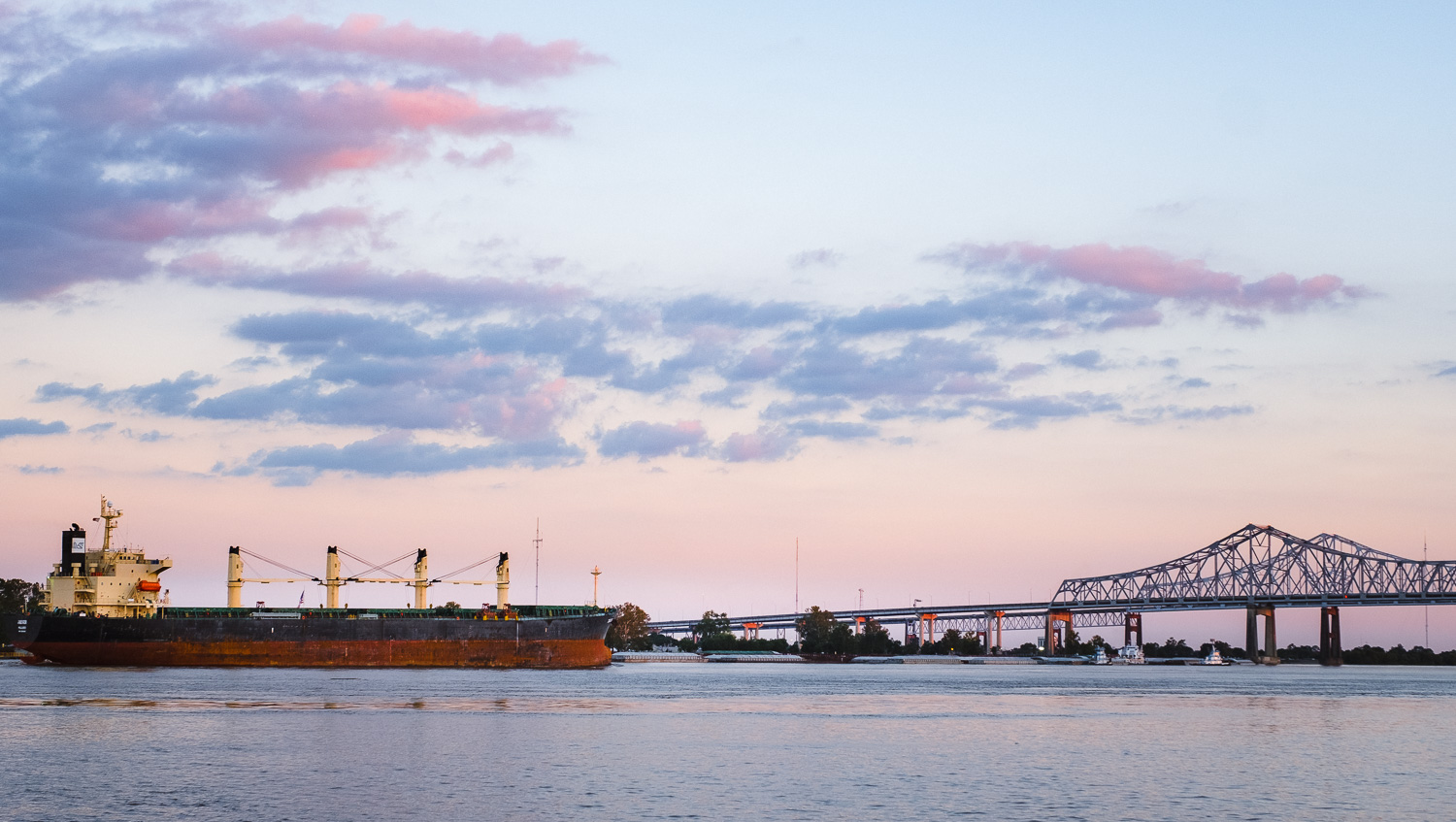 """The Mississippi River at sunset. Travel photography and guide by © Natasha Lequepeys for """"And Then I Met Yoko"""". #neworleans #nola #travelguide #photoblog #travelblog #travelphotography #travelitinerary #fujifilm #usa #visitnola #weekendgetaway #travel #neworleans3dayitinerary #sunset #goldenhour #mississippiriver #landscapephotography #landscape #cottoncandysky #beautiful"""