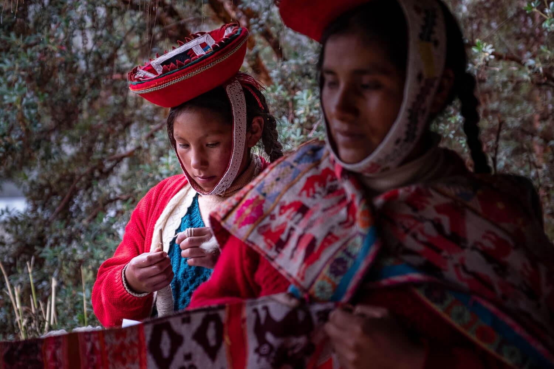 "The Peruvian women weavers of Patacancha, The Sacred Valley, Peru. Travel photography and guide by © Natasha Lequepeys for ""And Then I Met Yoko"". #travelblog #fujifilm #sacredvalleyitinerary"
