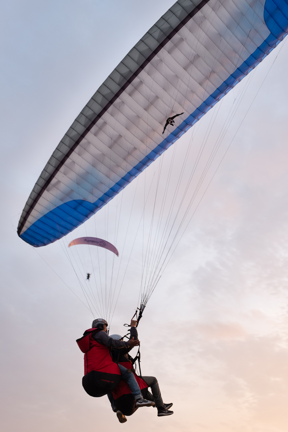 """Paragliding in Lima, Peru. Travel photography and guide by © Natasha Lequepeys for """"And Then I Met Yoko"""". #photoblog #travelblog #travelperu"""