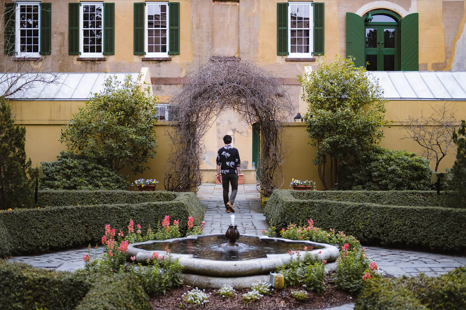 """The gardens at the Thomas-Owens house and slave quarters. Travel photography and guide by © Natasha Lequepeys for """"And Then I Met Yoko"""". #savannah #usa #travelphotography #travelguide #travelblog"""
