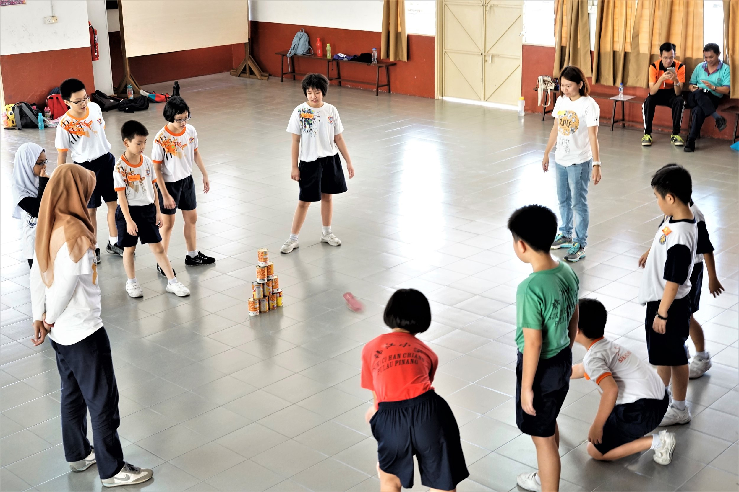 Baling tin (game playing).JPG