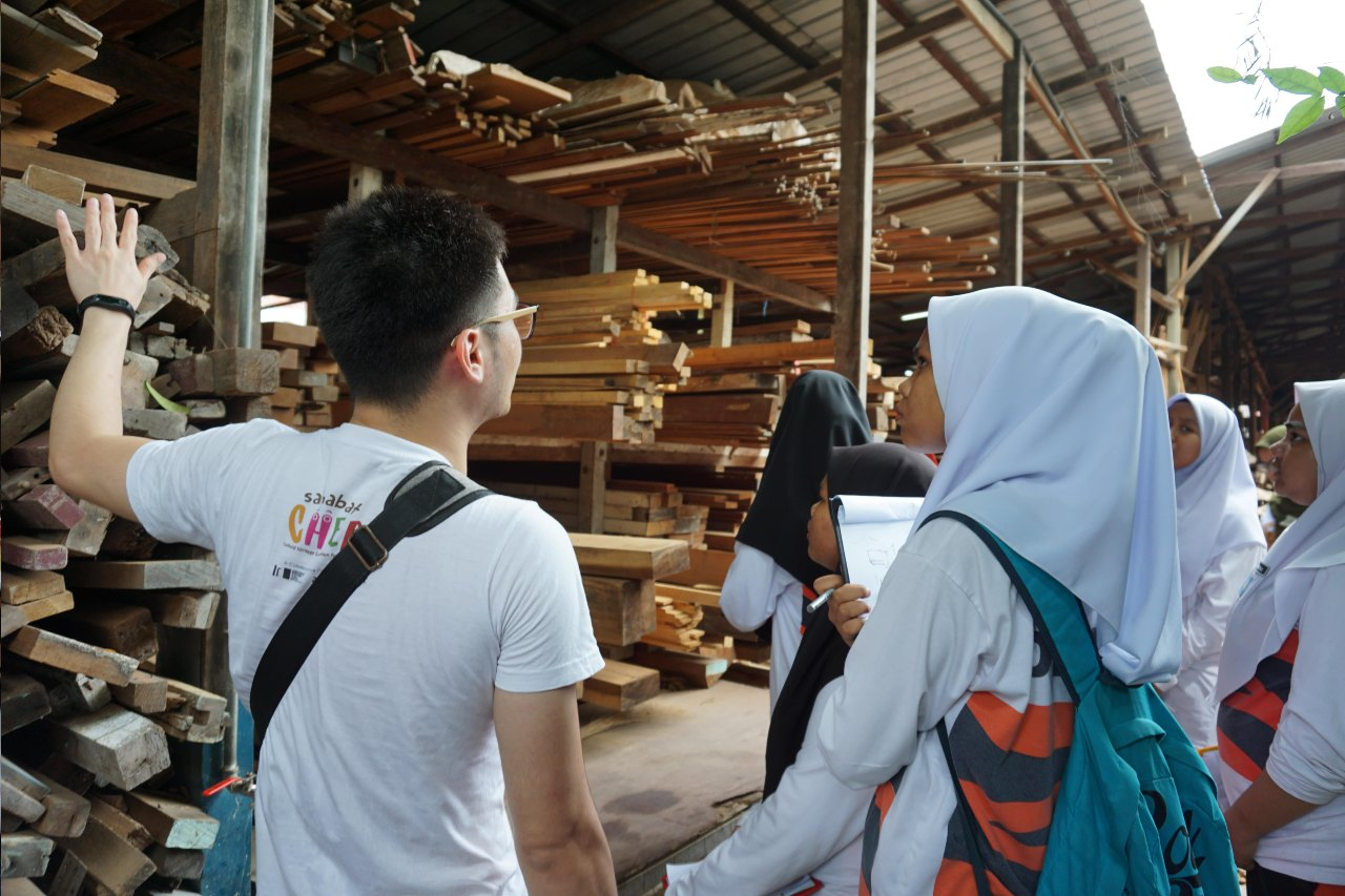 Touring around Mr. Sim's wood supply shop, the students gained a deeper understanding of how reclaimed wood can be used in furniture-making. Facilitators introduced the students to the sources of reclaimed wood, and the financial and environmental cost analysis involved in using reclaimed wood.