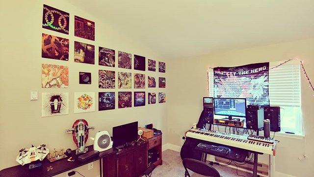 New home studio after moving 🐉  #guitar #musician #keyboard #studio #homestudio #vinyl #legostarwars #kezia
