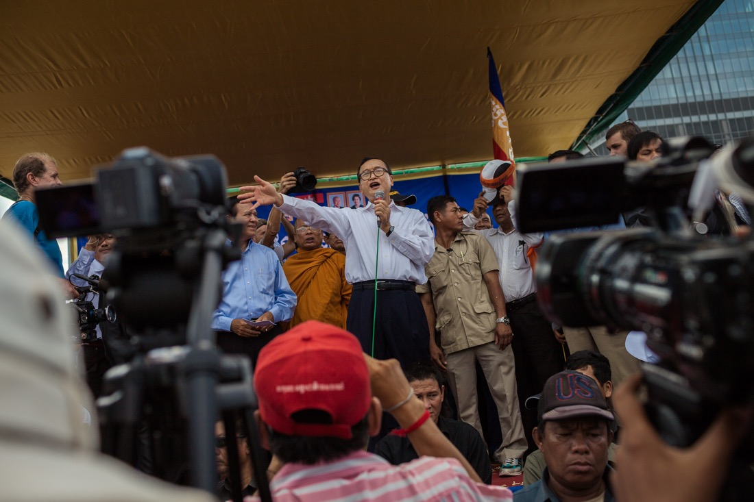 October 23, 2013 - Phnom Penh. CNRP leader, Sam Rainsy addresses  supporters during a rally in Freedom Park. © Thomas Cristofoletti / Ruom