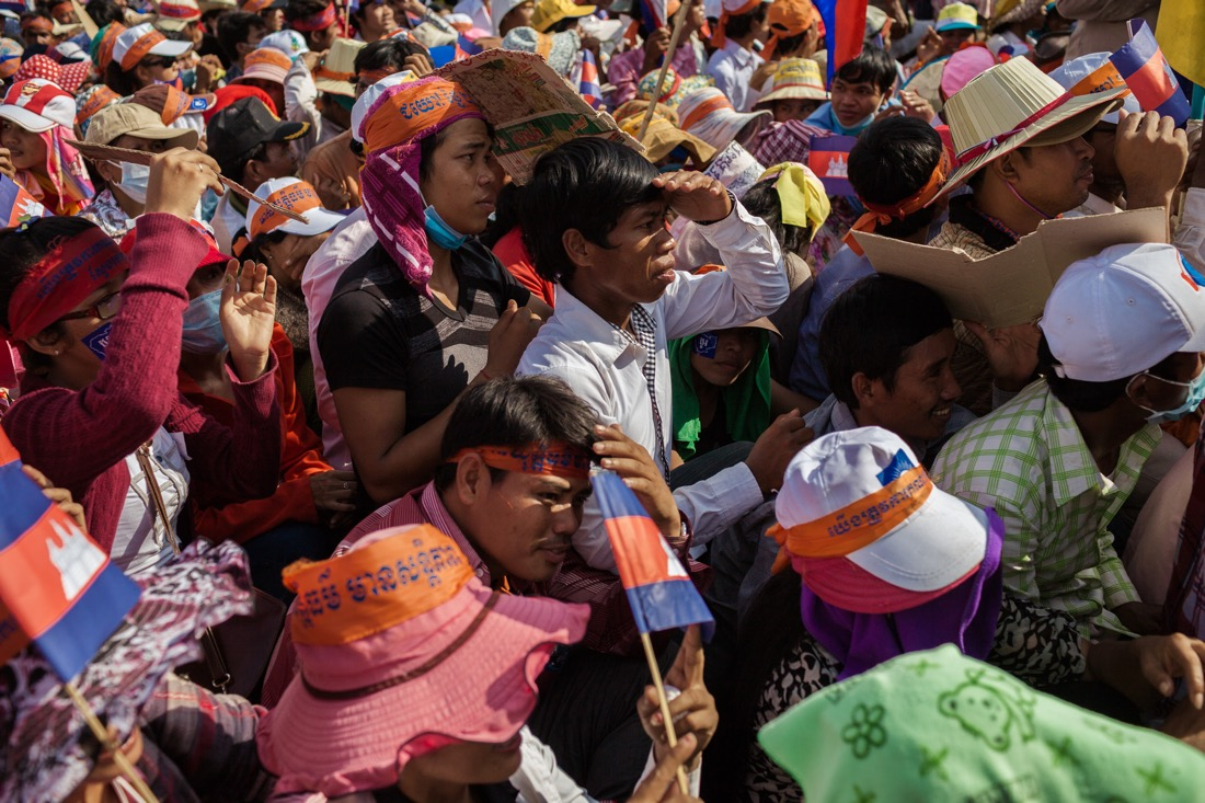 October 23, 2013 – Phnom Penh. Cambodia National Rescue Party supporters defy the heat during the first day of protest at Freedom Park. © Thomas Cristofoletti / Ruom