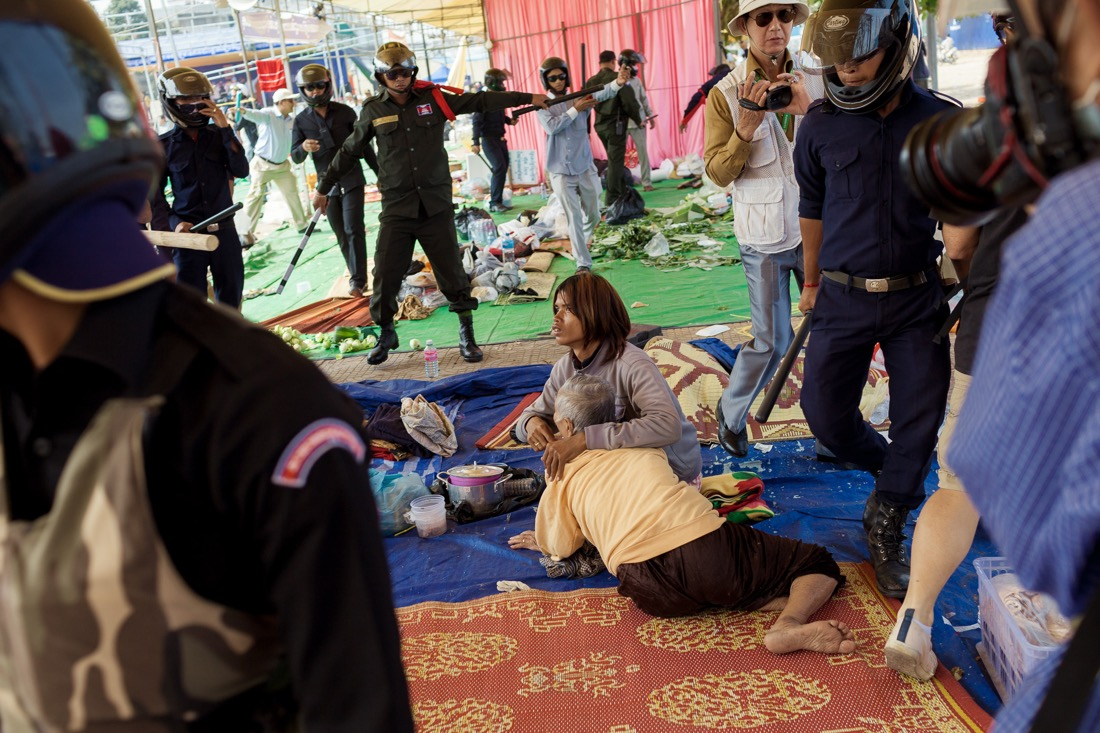 January 04, 2014 – Phnom Penh Cambodia. A group of hired workers dismantle structures at the camp set up by Cambodia National Rescue Party leaders at Freedom Park. The CNRP had been leading demonstrations in Phnom Penh since early December using Freedom Park as their base. © Thomas Cristofoletti / Ruom