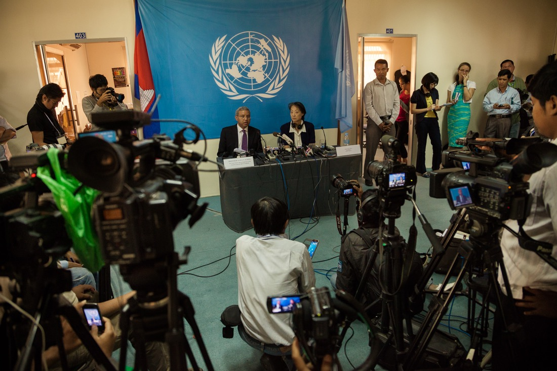 January 16, 2014 – Phnom Penh, Cambodia. Special Rapporteur Surya Subedi is filmed during a press conference at the UN OHCHR offices. © Thomas Cristofoletti / Ruom