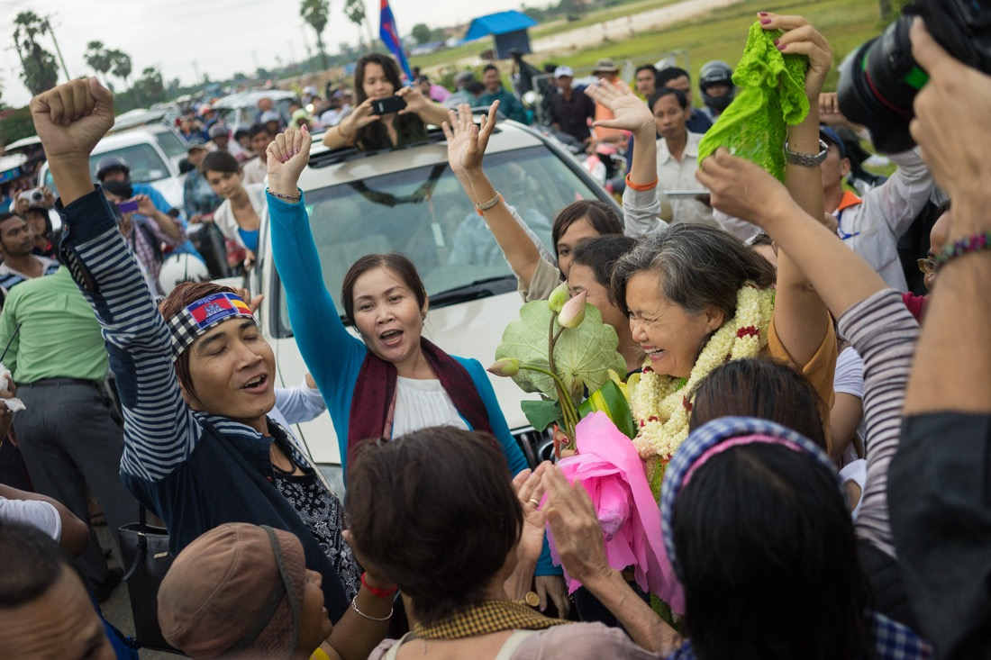 July 22, 2014 - Phnom Penh. CNRP lawmaker-elect Mu Sochua is greeted by opposition supporters after being released on bail from Prey Sar Prison. © Thomas Cristofoletti / Ruom