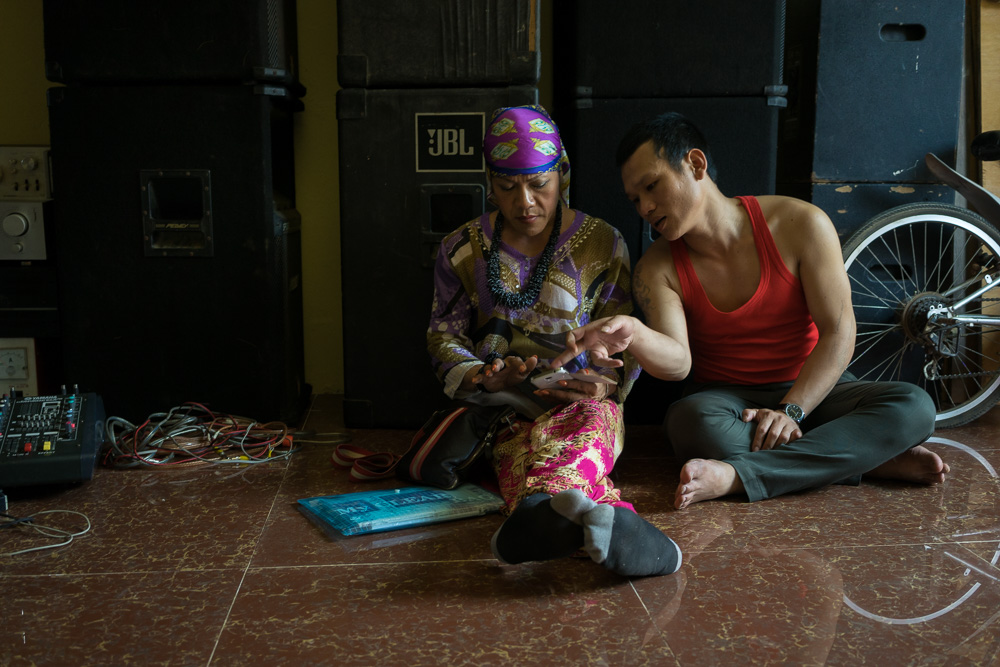 March 22, 2014 - Phnom Penh. Champa practices a song in preparation of a wedding ceremony together with her former boyfriend. © Thomas Cristofoletti / Ruom