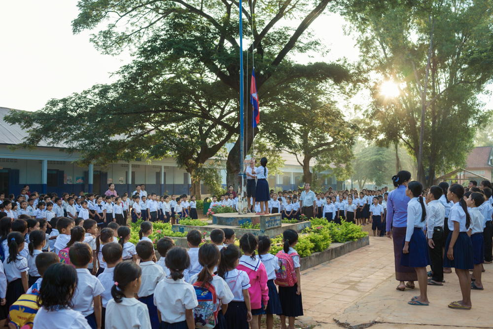 October 30, 2013 – Teabanh Komrou Primary School (Siem Reap). Students line up before the beginning of the morning classes. © Thomas Cristofoletti / Ruom for UNICEF