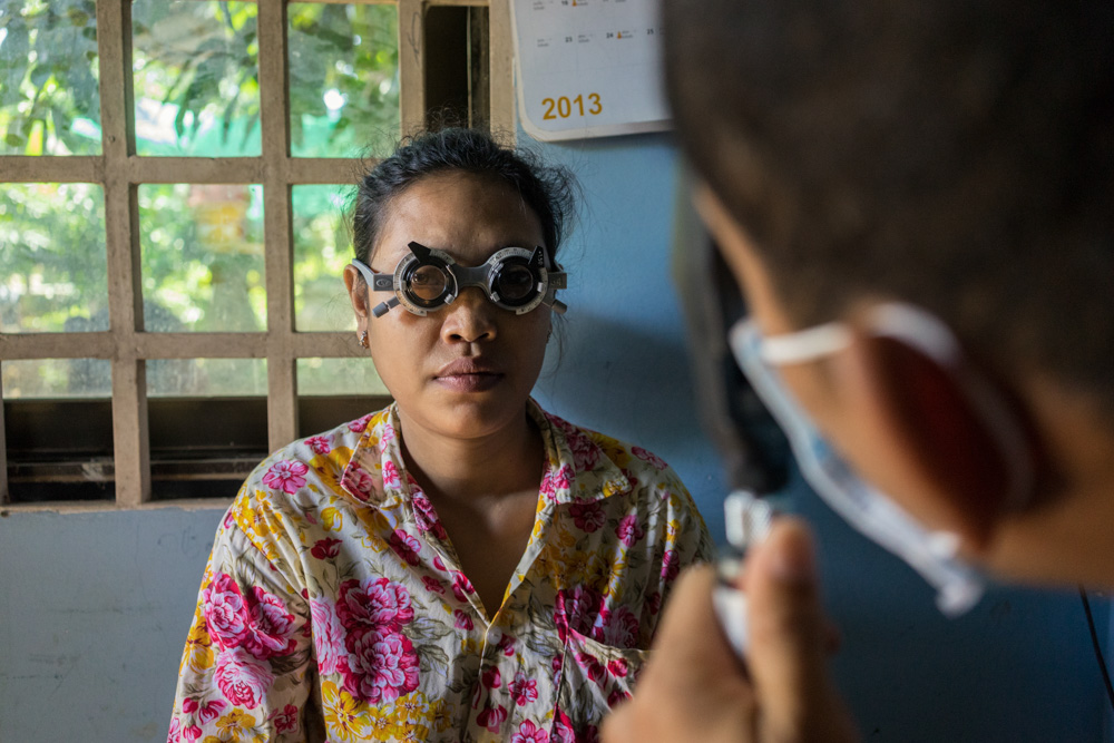 August 19, 2014 - Kandal (Cambodia). Amanda Vanstone (Vision 2020's Chair and previous Minister of Parliament), Jennifer Gersbeck (Vision 2020 Australia's CEO) and David Andrews (RANZCO's CEO) visit an activity related to the Avoidable Blindness Initiative in a village in the outskirts of Phnom Penh. © Thomas Cristofoletti / Ruom for RANZO