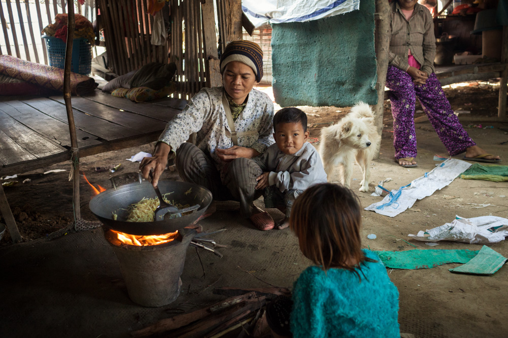 19 December, 2013 - Phnom Penh. Ms. Seang Saorn (40) cooks with a traditional wooden stove in her small house in Stung Manchey district. © Thomas Cristofoletti / Ruom for SNV