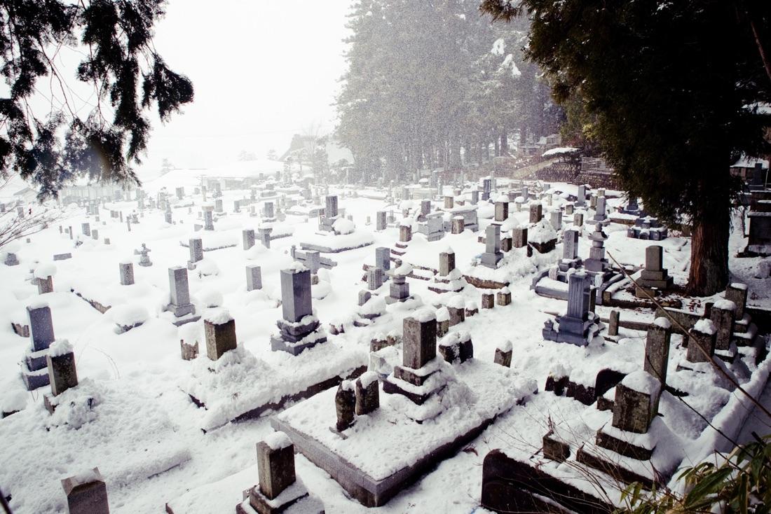 January 07, 2010 - Takayama (Japan). Snow over the local cemetery in Takayama. © Thomas Cristofoletti / Ruom