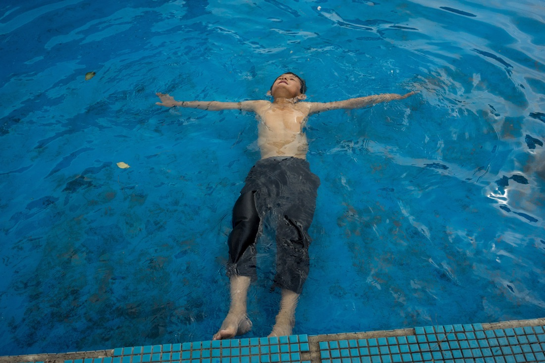 June 11, 2014 - Qom, Iran. A kid swims in a fountain close to the holy shrine of Qom, in central Iran. © Thomas Cristofoletti / Ruom