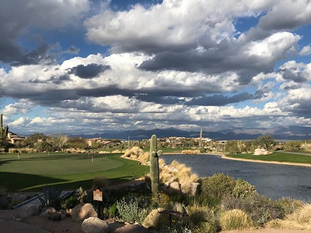 Stunning even when the clouds ☁️ are out. #desertgolf #arizonagolf #sunridgegolfclub #wickedsix