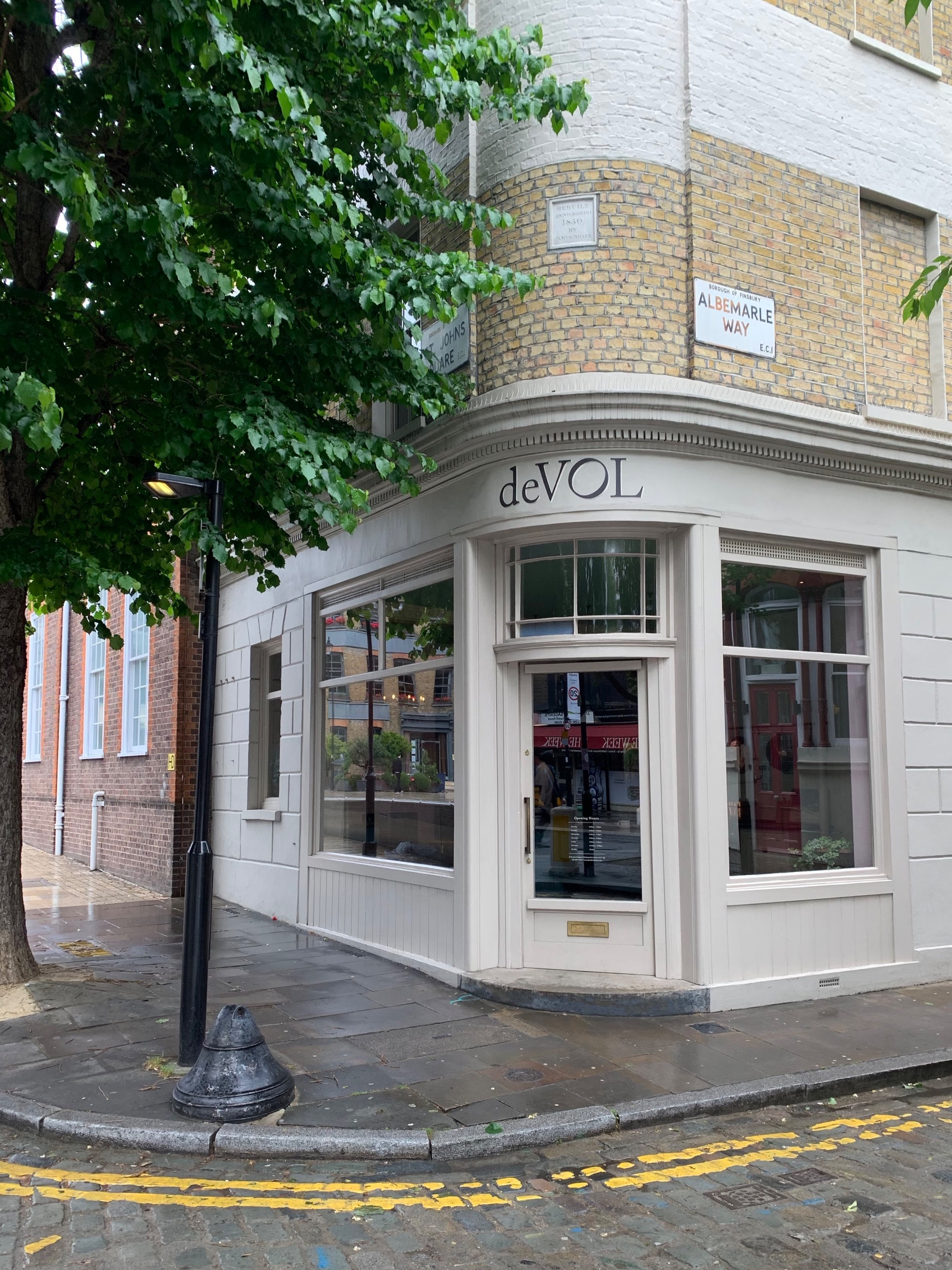 I've been following this British kitchen design company for awhile now, so of course we had to make a pilgrimage.  This particular store was located in the Clerkenwell neighborhood in London.  Just lovely.  I'm really becoming a interior design nerd. ; )