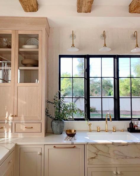 Jenny's Kitchen Remodel. Photos via https://www.instagram.com/jennykomenda/