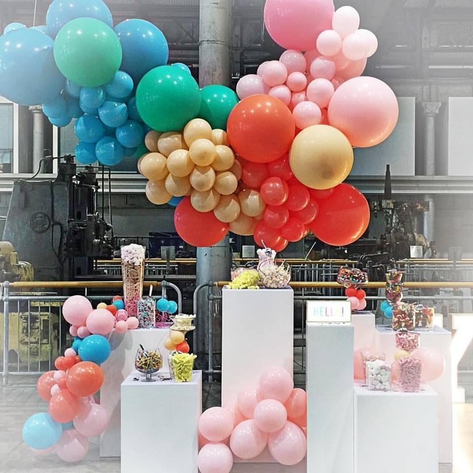 Colourful candy bar with an organic balloon garland