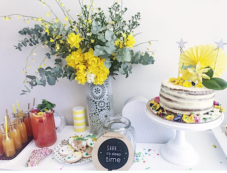 Keep to a colour palette and infuse your table with elements that pop!