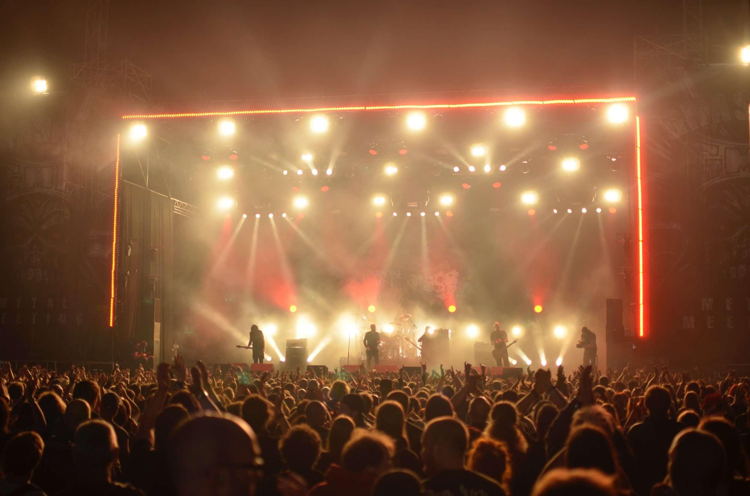 audience-band-celebration-167605.jpg
