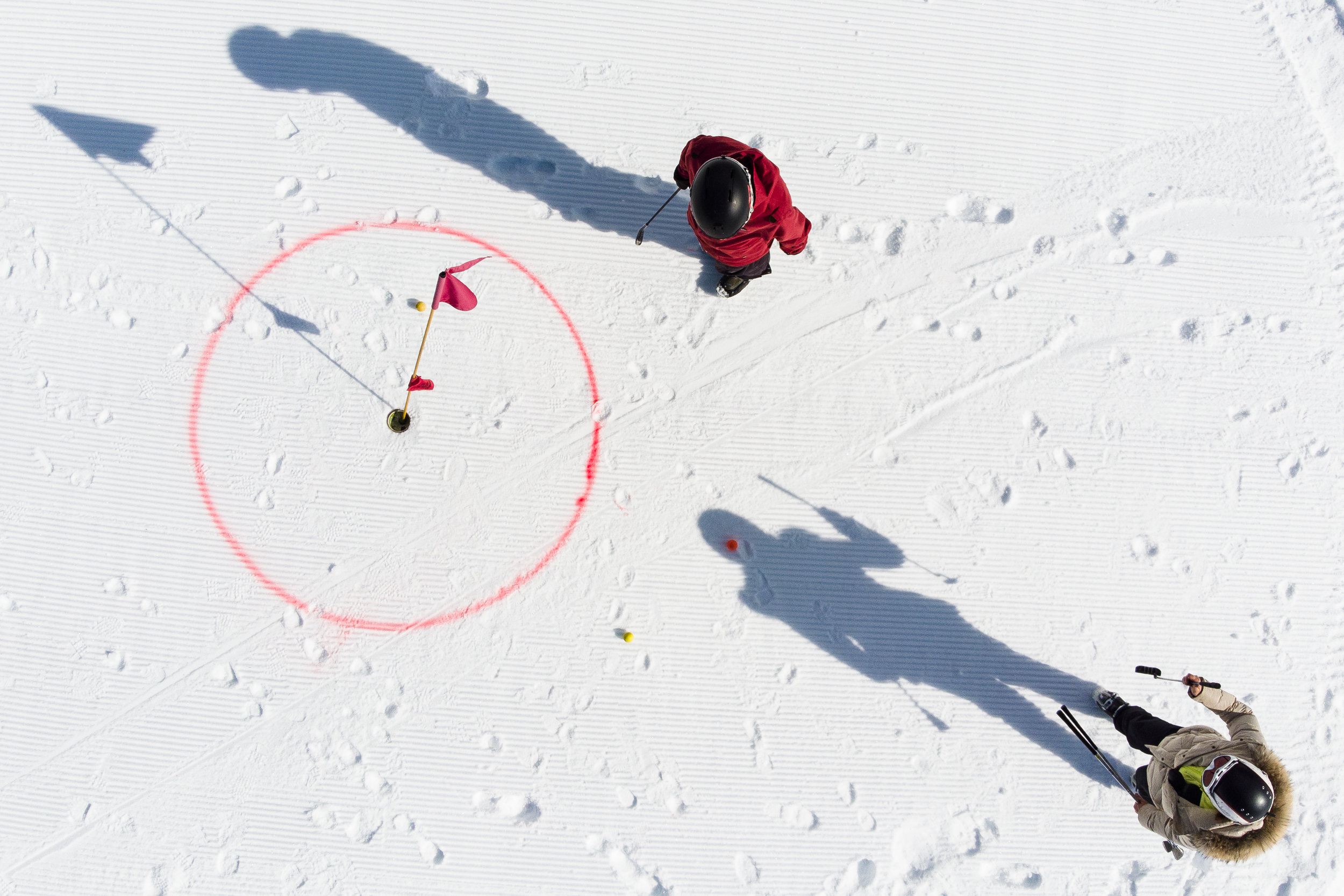 Skiers take part in a winter golf initiation on the slopes of the alpine resort of Villars-sur-Ollon, Switzerland, Friday, February 23, 2018. (KEYSTONE/Valentin Flauraud)