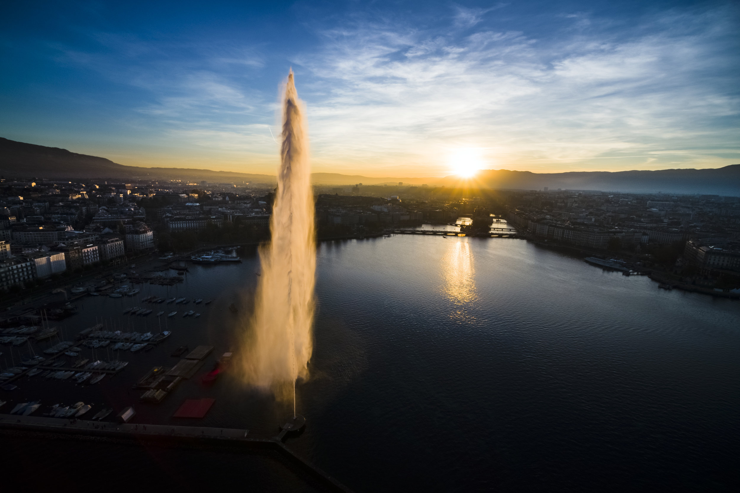 """The Geneva Water Fountain landmark, so called """"Jet d'Eau"""" in French, rises above the harbor and cityscape in Geneva, Switzerland, Thursday, October 26, 2017. The fountain has been operated in the present location since 1891 and now reaches a height of approximately 140m with over 7 tones of water in the air above Lake Geneva at once. (KEYSTONE/Valentin Flauraud)"""