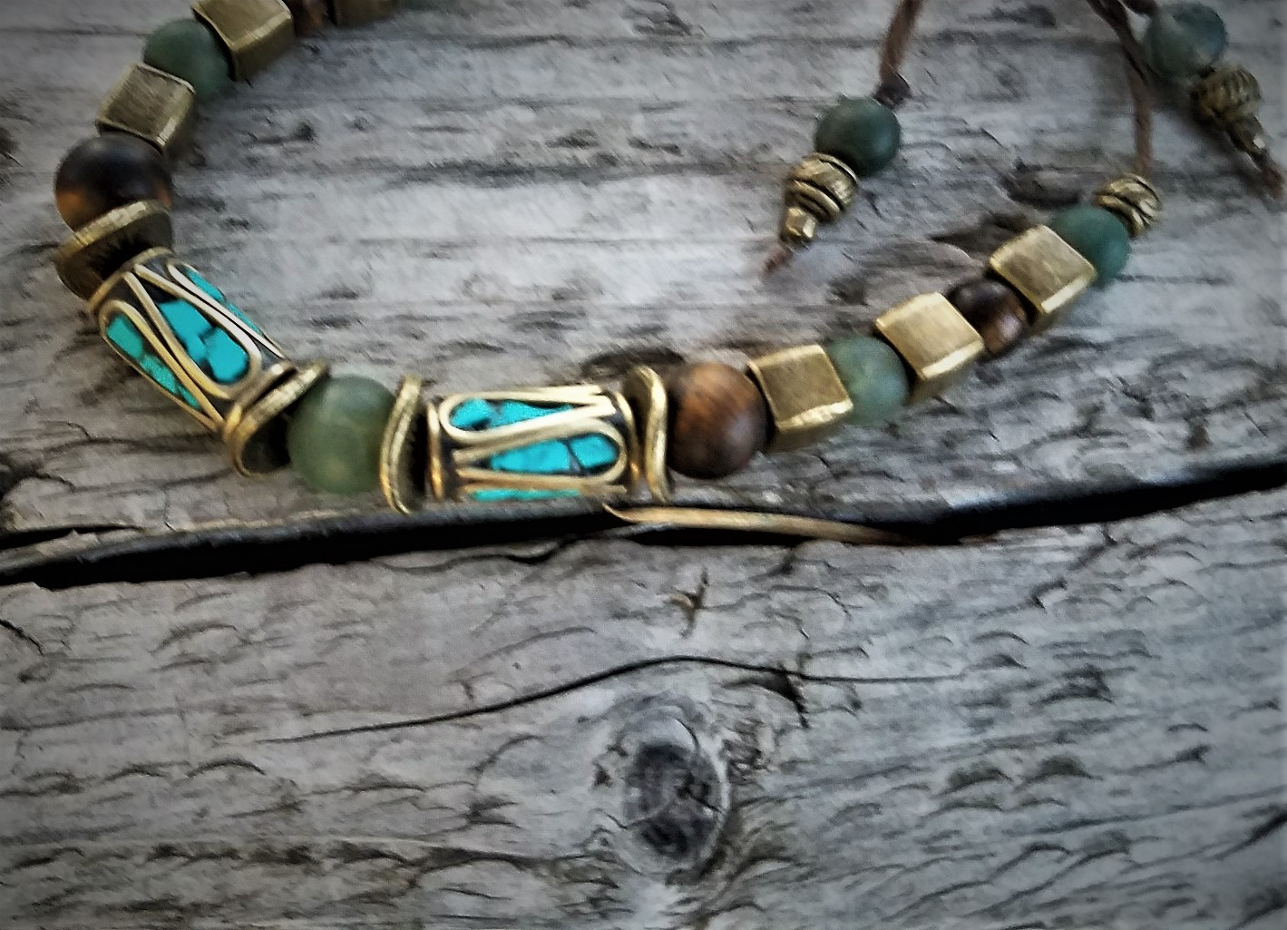 Collum Nepalese tourquoise and brass inset beads