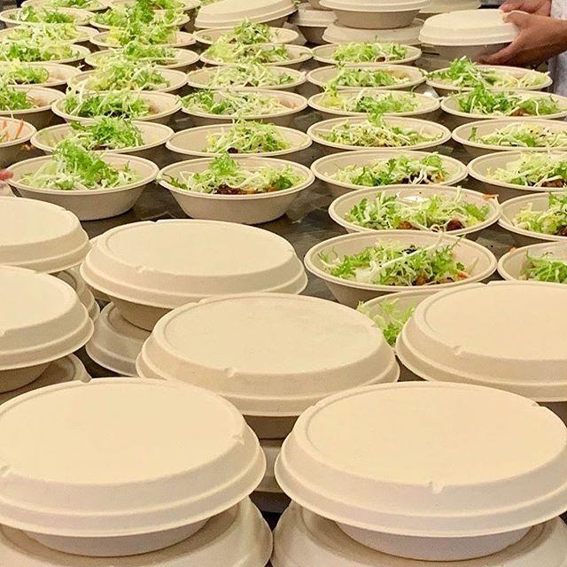 """Reposting @cofoco_food:⠀ ...⠀ """"Vi er i fuld gang med at pakke lækre vegetar salater til dette års #copenhagenfashionweek ! Første salat er en Asiatisk Tempeh bowl med soyamarineret & grillet Tempeh, risnudler, edamamebønner, syltede gulerødder & Wafu-dressing. Tempeh'en er selvfølgelig økologisk og fra @foodture.dk 💪🏾🥗"""""""
