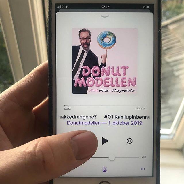 """Reposting @anders_morgenthaler:⠀ ...⠀ """"Din nye yndlings podcast er ude nu!! I Donut Modellen pitcher virksomheder med bæredygtig forretningsmodel og produkter foran fire grønne investorer! Hør den, det er sjovt og spændende.🌎💥🙏🏻 håber du kan lide den ❤️ tjek link i profilen"""""""