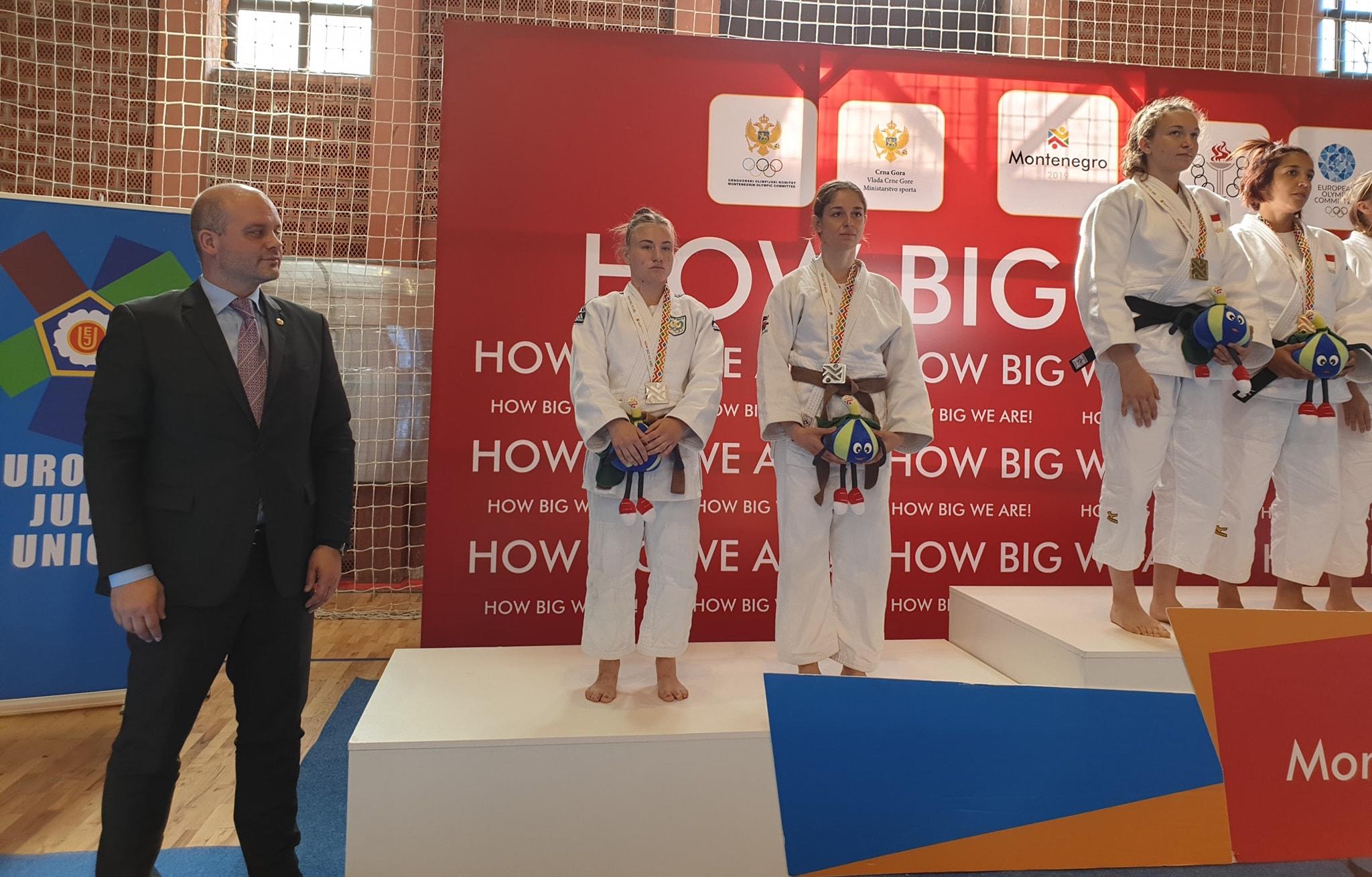 women podium.jpg