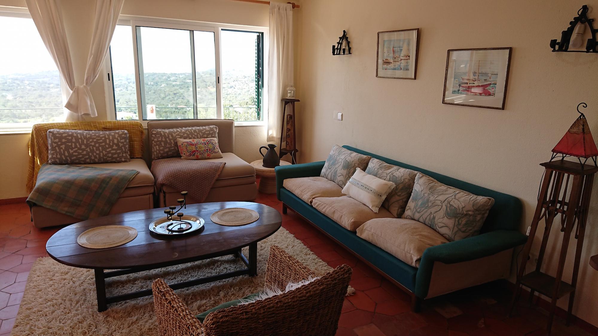 pool apt living area.jpg