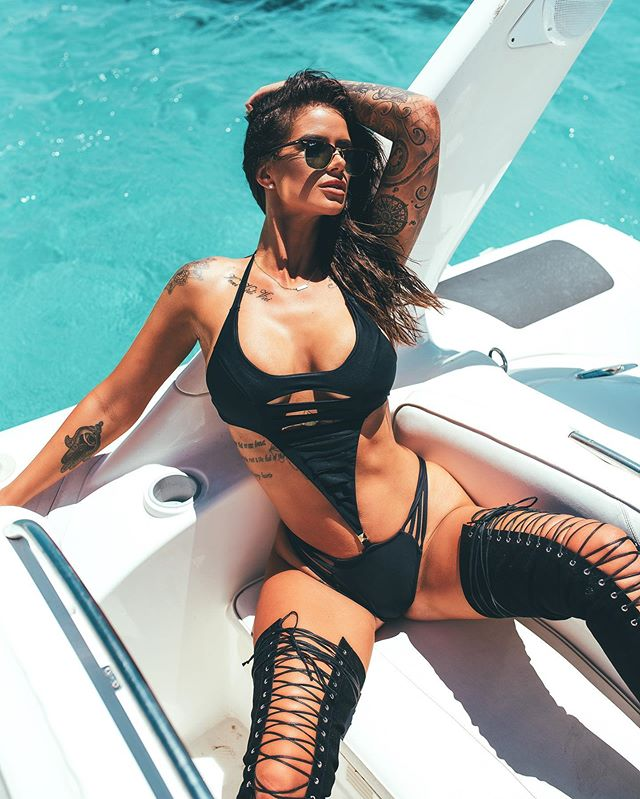 Pass me a pina colada 🍹🍍🥥 - Wearing Black Widow  #cocktail #ready #boat #party #swimwear #sexy #island #life #photooftheday #weekend #vibes #energy #hot #beach #babe #sun #worshipping #vacation #holiday #love
