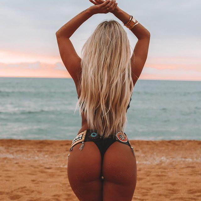 ✨Serenity ✨ @rosannaarkle wearing Oncekissed Zodiac belt 💋 #beauty #love #zodiac #designer #belt #beach #blonde #babe #swimwear #style #fitness #motivation #goals #curves #woman #model #tanned #toned #vacation