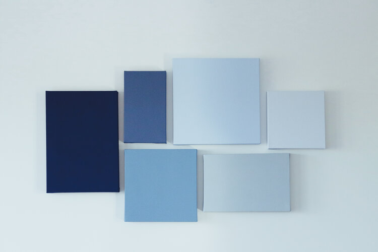 Blue is always a colour that brings peacefulness, inner calm. This colour palette reminds me of the blissful sea breeze