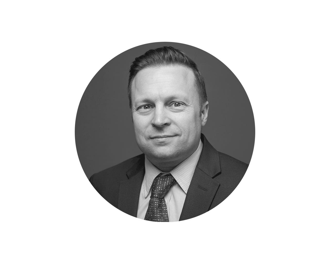 Anthony Payne - Chief People OfficerCon más de dieciocho años en Reclutamiento y Recursos Humanos a nivel mundial, Anthony ha supervisado la contratación, capacitación y desarrollo de equipos de alto desempeño. Anteriormente, diseñó estrategias de RRHH para clientes como eBay, SAP y Accenture y actualmente, está a cargo de la dirección de Recursos Humanos de RedCloud en todo el mundo.