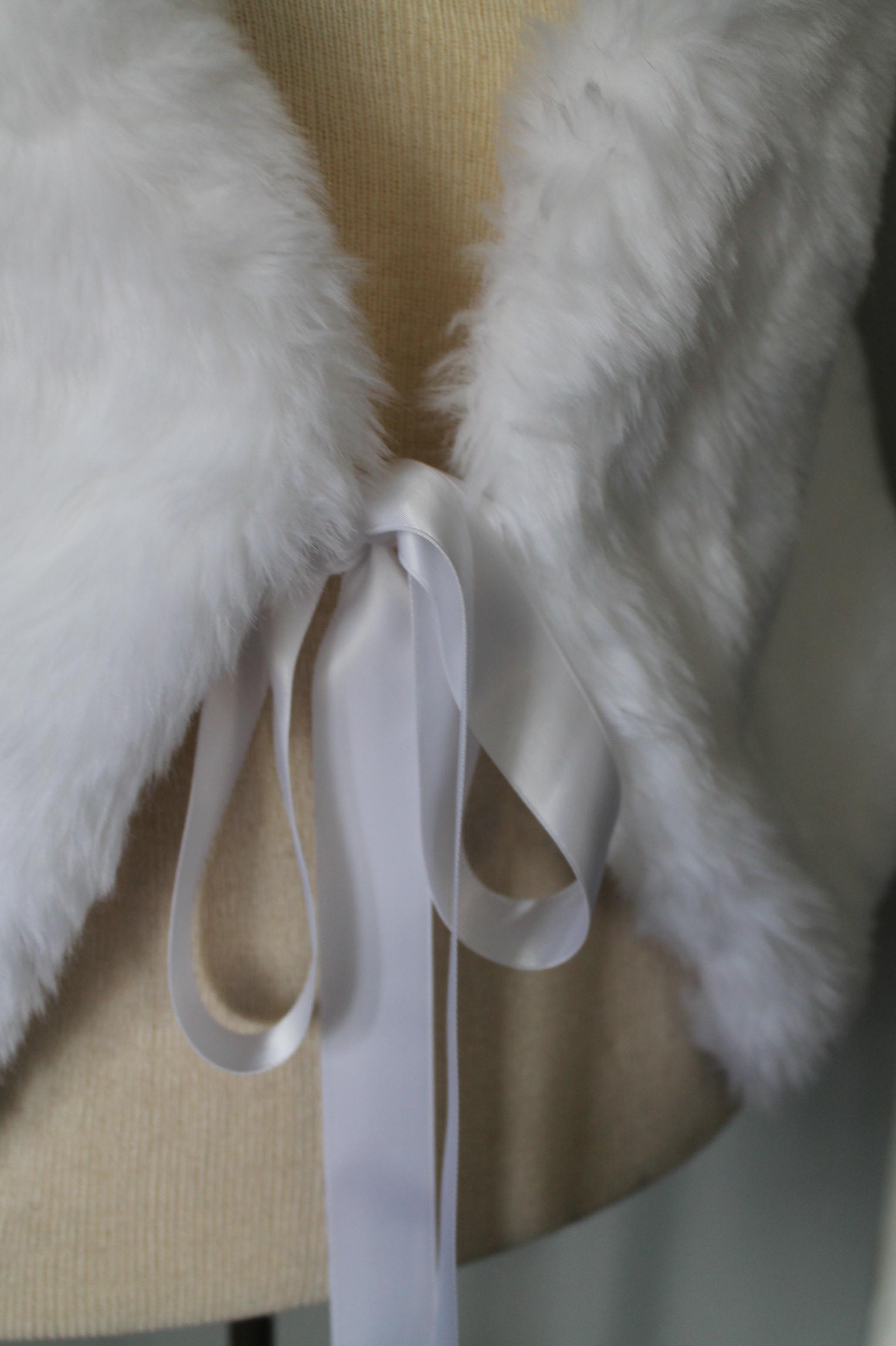 White Faux Fur ShawlSize: L20.00 -